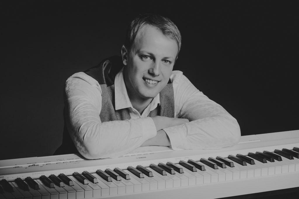 Pianist ja klahvpillimängija